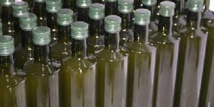 Bottiglie scure per conservare l'olio