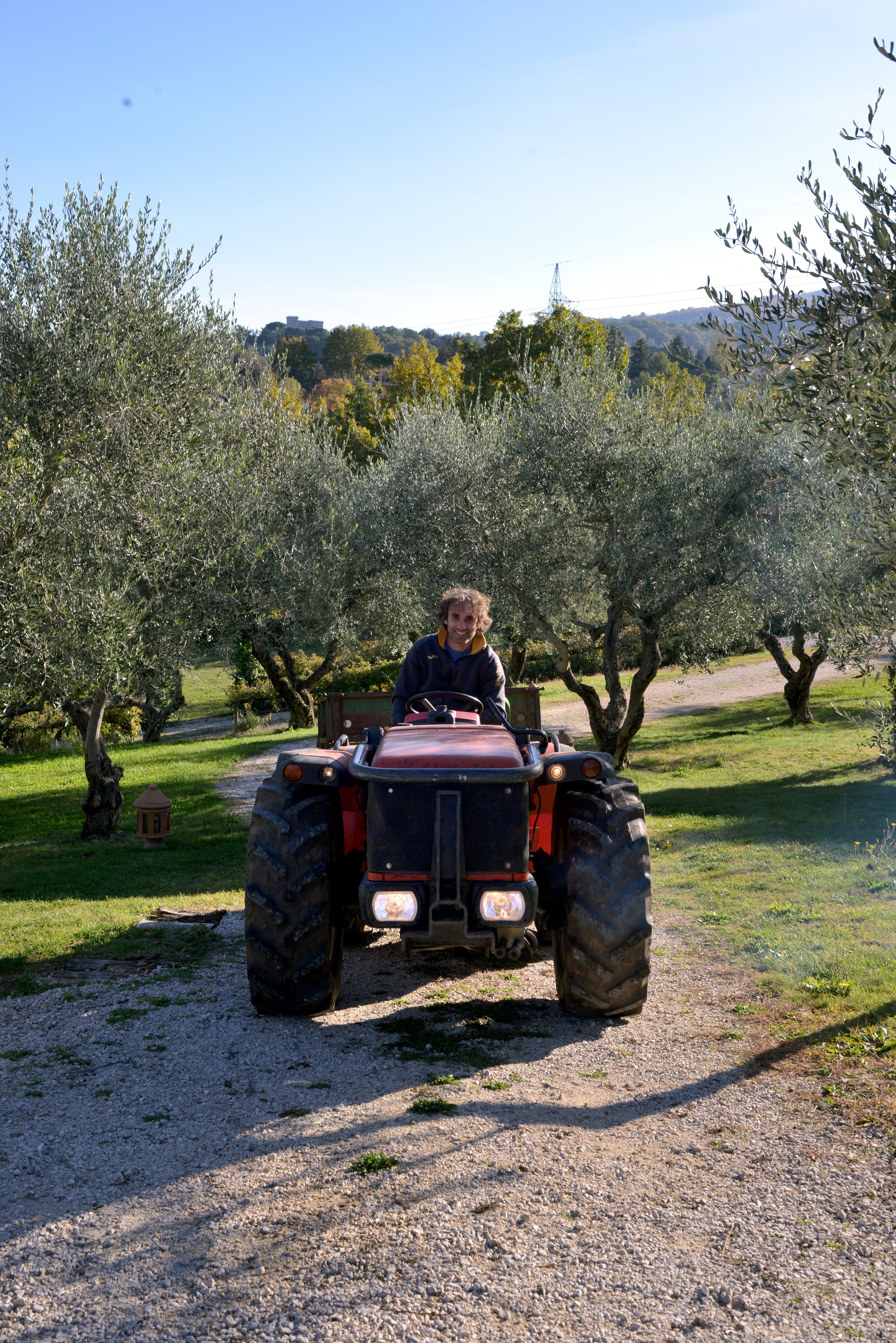 Alessandro Pinuccio sul trattore
